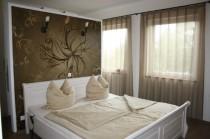 schicke Vorhänge, ein Verdunklungsrollo, neue Tapeten oder einen massiven Holzboden? Dann sind Sie hier richtig.